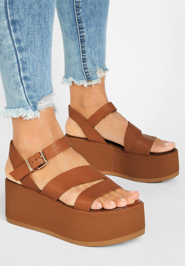 Sandały na platformie - coconut ccn