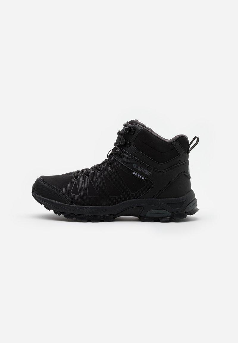Hi-Tec - RAVEN MID WP - Chaussures de marche - black/charcoal