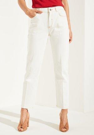 MIT BÜGELFALTEN - Jeans a sigaretta - white