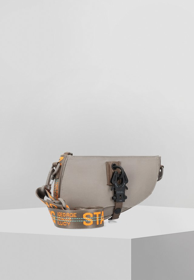 SHOOTER  - Bum bag - mud neon orange