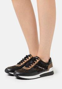 MICHAEL Michael Kors - ALLIE TRAINER - Zapatillas - black/bronze - 0