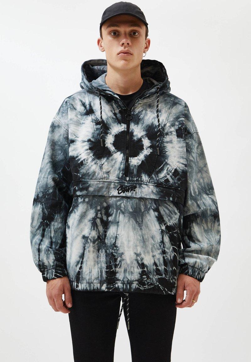 PULL&BEAR - Summer jacket - white