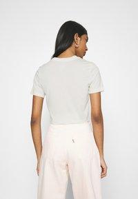 Nike Sportswear - TEE SLIM - Camiseta básica - coconut milk - 2