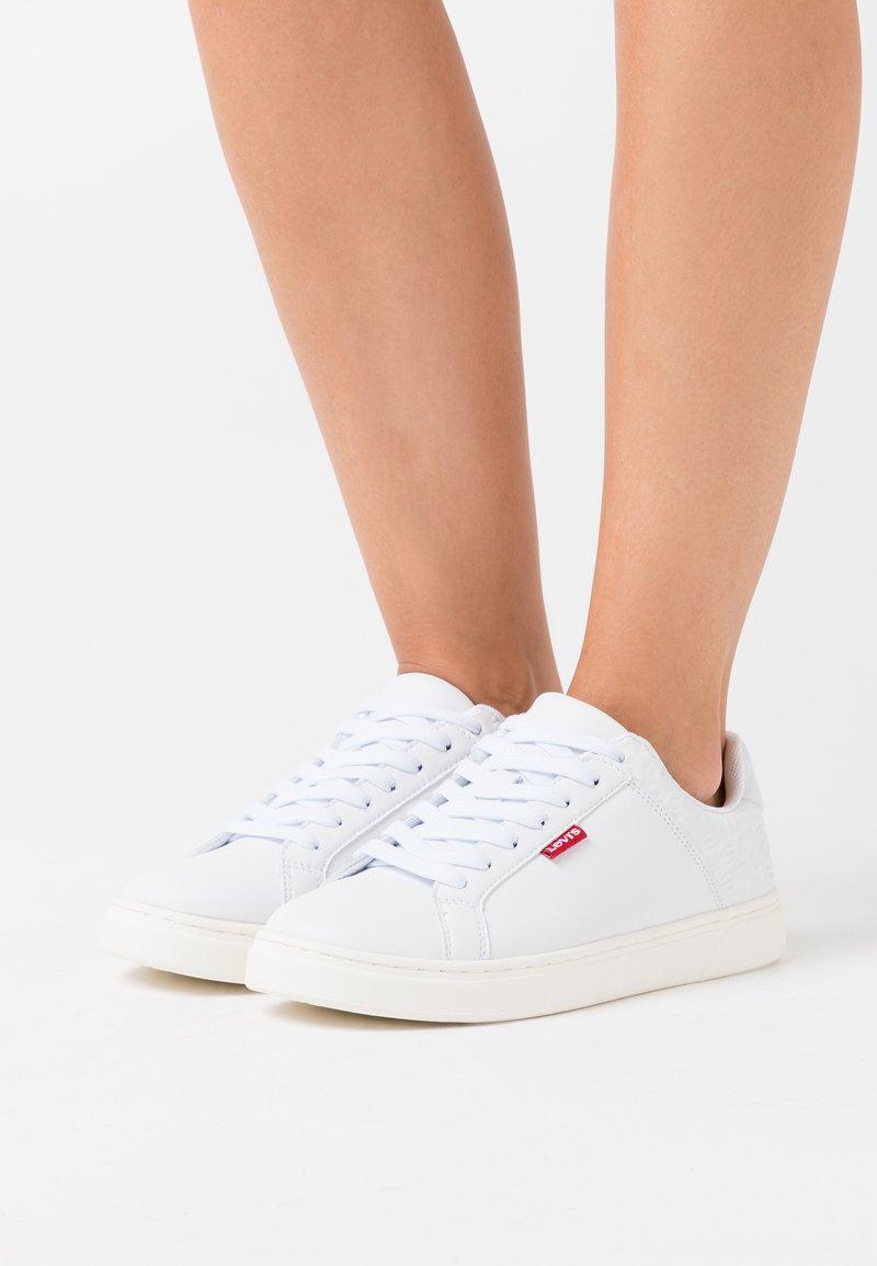 Levi's® - CAPLES - Zapatillas - regular white
