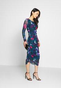 Apart - PRINTED DRESS - Robe en jersey - petrol/multi-coloured - 1