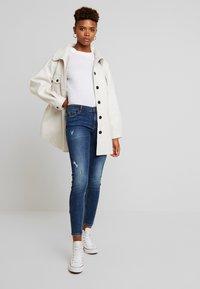 Vero Moda - VMLYDIA - Jeans Skinny Fit - dark blue denim - 1