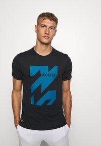 Lacoste Sport - GRAPHIC - Sports shirt - noir/enluminure - 0