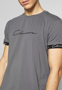 CLOSURE London - SCRIPT HIDDEN BAND TEE - Print T-shirt - grey - 5