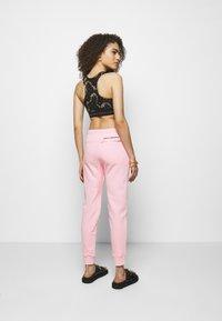 Paco Rabanne - Spodnie treningowe - pink - 2