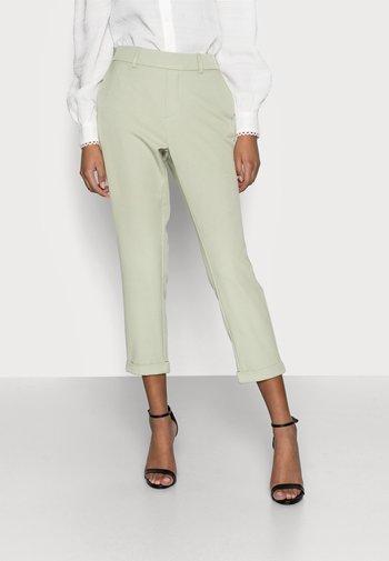 VMMAYA SOLID PANT - Trousers - desert sage