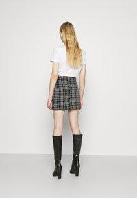 New Look - CHAIN MINI SKIRT - Mini skirt - black - 2