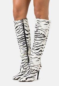 Trendyol - Kozačky na vysokém podpatku - white - 0