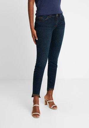 SUMNER TROK RUST - Skinny džíny - blue