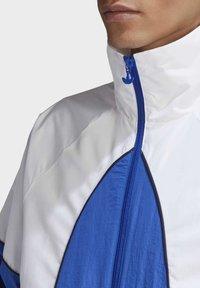 adidas Originals - BIG TREFOIL WOVEN TRACK TOP - Veste de survêtement - white - 5