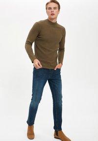 DeFacto - T-shirt à manches longues - khaki - 2