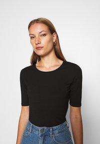 Lindex - VIRA - Basic T-shirt - black - 4