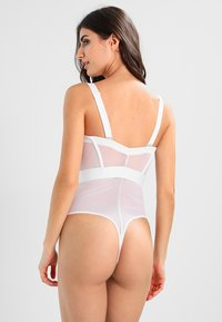 DKNY Intimates - SHEERS CUPPED STRAPLESS BODYSUIT - Body - white - 2