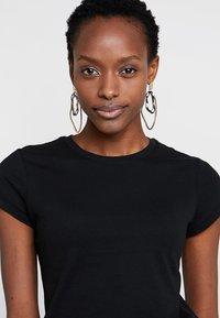 Zalando Essentials - T-shirts - black - 4