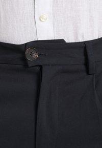 Jack & Jones PREMIUM - JJIBILL JJBRAD CROPPED - Pantaloni - navy blazer - 4