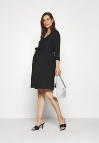 LOVE2WAIT - DRESS NURSING CRINCLE - Jersey dress - black - 1
