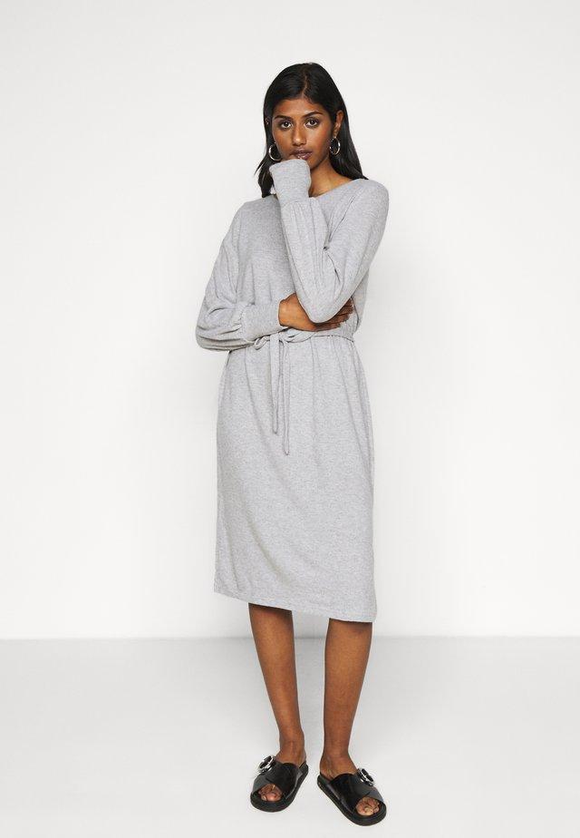 IHYOSE - Pletené šaty - grey melange