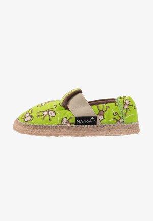 LUSTIGE AFFEN - Slippers - grün