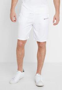 Tommy Hilfiger - CORE SHORT  - Pantalón corto de deporte - white - 0