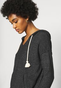 Roxy - LOVELY LIFE - Jersey con capucha - anthracite - 5