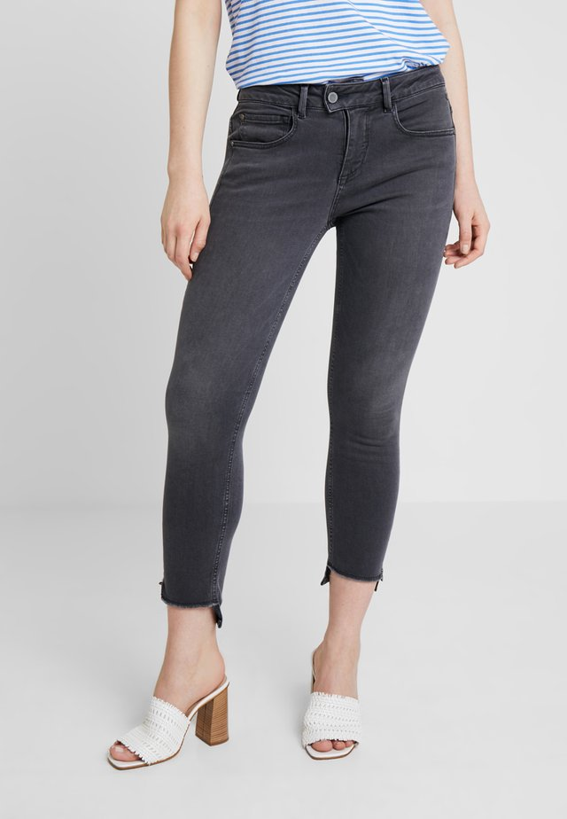 AXELLE - Jeansy Skinny Fit - foster