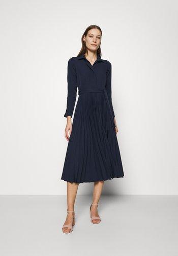 CLOSET PLEATED SHIRT DRESS