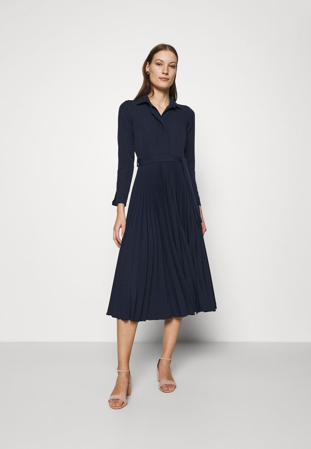 CLOSET PLEATED SHIRT DRESS - Skjortklänning - navy
