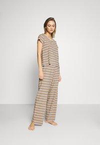 Monki - TAMRA - Pyjama set - beige/candy - 0
