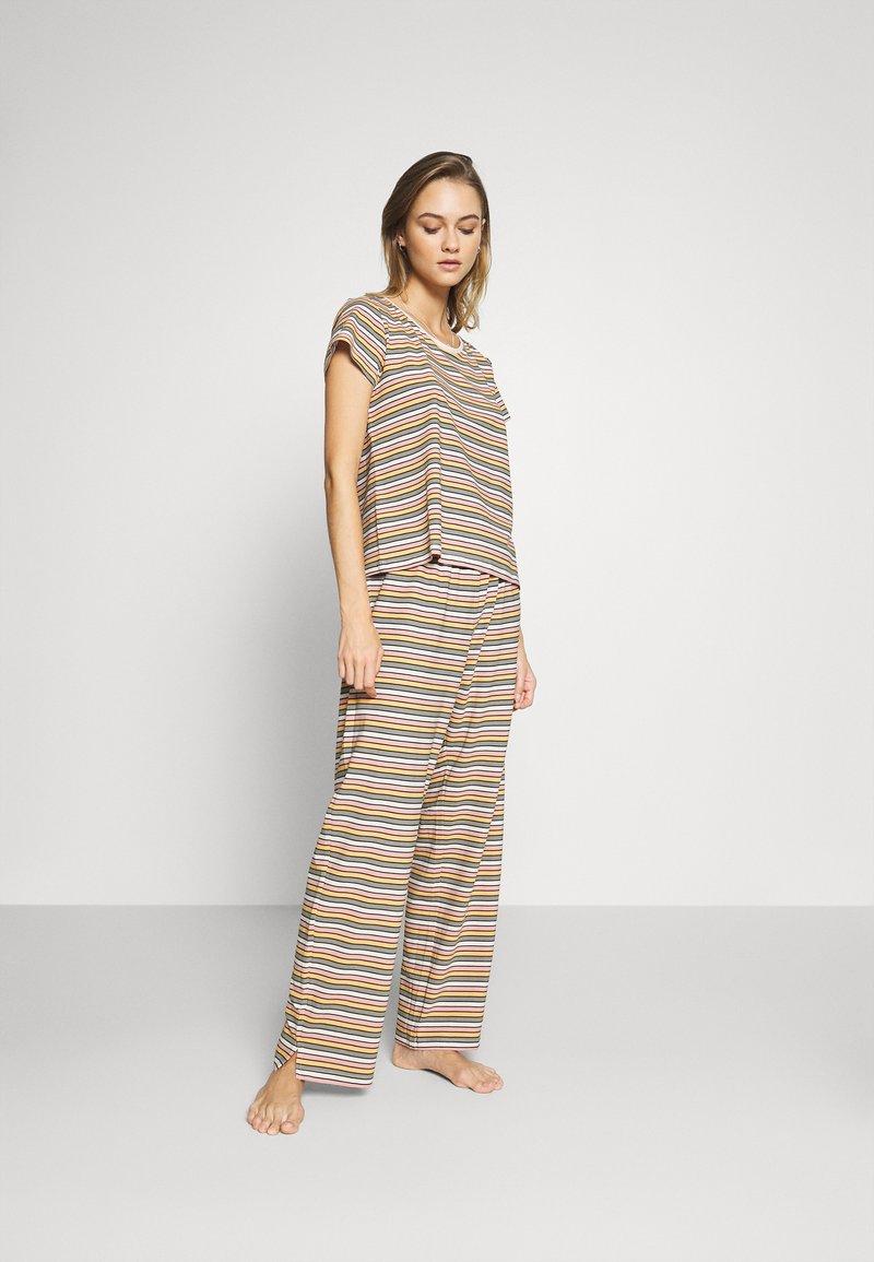Monki - TAMRA - Pyjama set - beige/candy