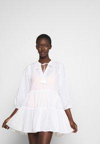 Seafolly - BORA BORA FLORA EMBROIDERY TIERED DRESS - Complementos de playa - white - 3