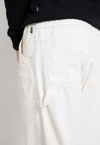 Vans - MN MUNICIPLE PANT - Trousers - antique white - 6