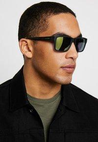 Arnette - Sluneční brýle - matte black - 1