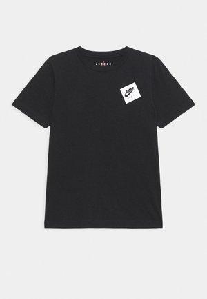 JUMPMAN STACK CLASSIC TEE UNISEX - Print T-shirt - black