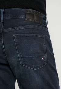 Tommy Hilfiger - STRAIGHT DENTON  BURKE  - Straight leg -farkut - dark-blue denim - 5