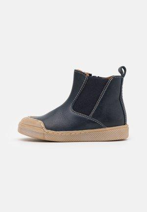 ROSARIO CHELYS UNISEX - Classic ankle boots - dark blue