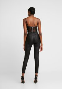 Missguided - VICE HIGH WAISTED BUTTON DETAIL - Jeans Skinny - black - 2