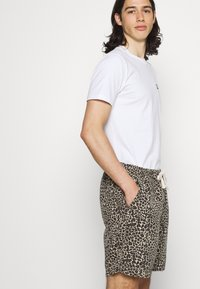 BDG Urban Outfitters - LEOPARD DRAWSTRING - Shorts - brown - 4