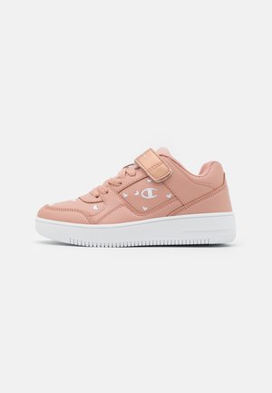 LOW CUT SHOE REBOUND UNISEX - Basketball shoes - pink