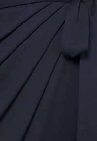 Nly by Nelly - HIGH NECK PLEAT DRESS - Cocktail dress / Party dress - navy - 6