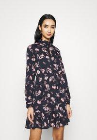 Vero Moda - VMROBIN SHORT DRESS - Denní šaty - night sky - 0