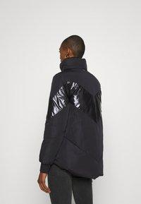 Guess - ORIETTA REVERSIBLE JACKET - Winter jacket - jet black - 2