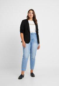 Missguided Plus - RAW HEM - Jeans slim fit - light blue - 1