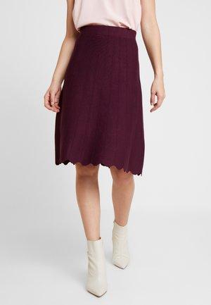 Mini skirt - winetasting