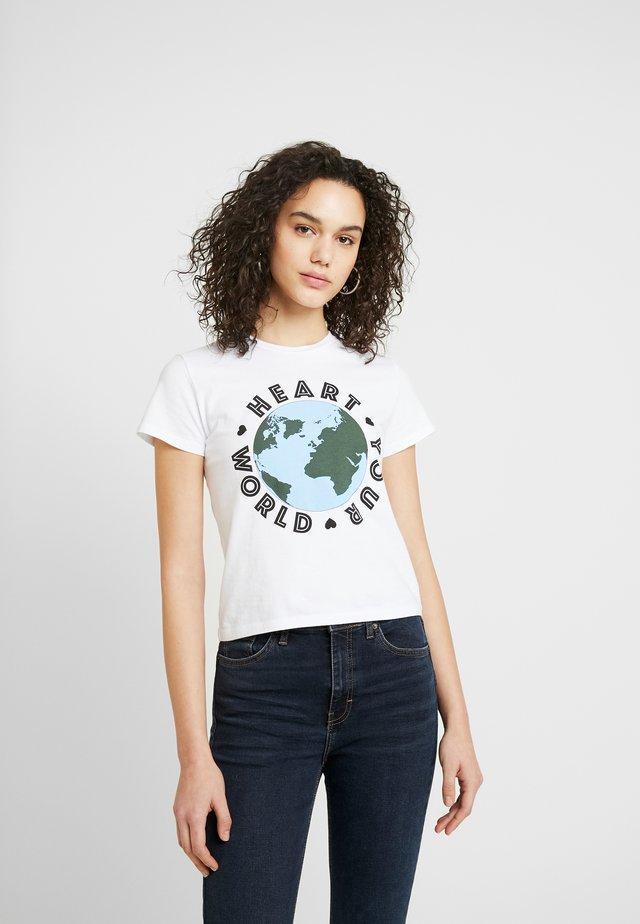 ORGANIC HEART WORLD - T-shirt med print - white