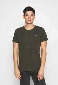 Banana Republic - LOGO SOFTWASH TEE - Basic T-shirt - nightshade global - 0