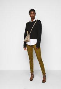 Vero Moda Tall - VMHOT SEVEN MR SLIM PUSH UP PANT - Trousers - fir green - 1
